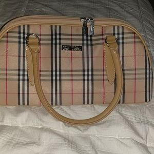 Brand new vintage Burberry bag w/ strap
